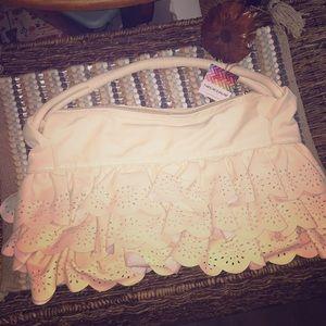 NWT BEAUTIFUL RUFFLE HAND BAG IN CREAMY LEATHER(?)